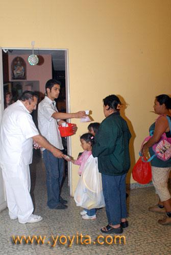 Dr. Fabio Sanchez repartiendo brindis en su Purisima