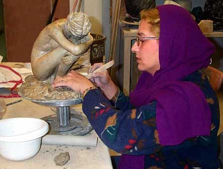 yoyita sculpting a female